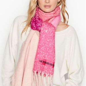 VS Winter Scarf fringed shades of pink